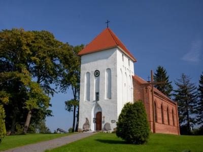 Marszewo: kościół filialny pw. Matki Boskiej Różańcowej z 1863 r., wieża XV-XVI w. gotyk, ambona renesansowa z XVII w., cmentarz przykościelny ze starodrzewiem
