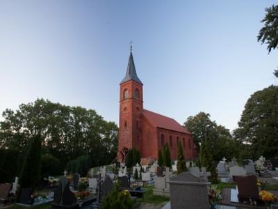 Rusinowo: kościół neoromański pw. Narodzenia NMP  z 1873 r.