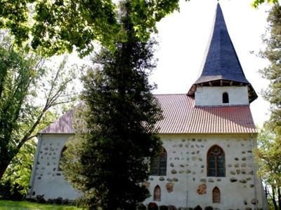 Łącko: kościół późnogotycki z XV-XVI wieku pw. Zwiastowania NMP oraz gotycka brama wjazdowa na cmentarz przykościelny