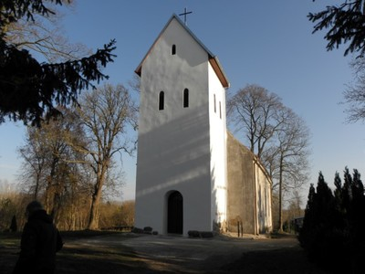 Pieńkowo: neogotycki kościół filialny pw. Chrystusa Króla z XV/XVI w., z gotycką wieżą z XVI w. i barokowym ołtarzem, przebudowany w XIX wieku.