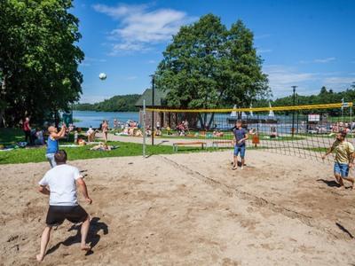 Kąpielisko i miejsce do plażowania nad jeziorem Wielkim w Strudze