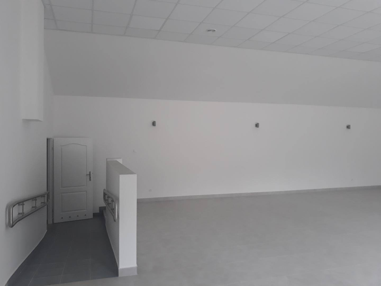 Przebudowana część istniejącego budynku OSP w miejscowości PrzystajniaKolonia sala główna [4128x3096]