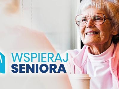 """zdjęcie seniora z logo programu """"Wspieraj Seniora"""""""
