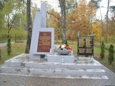 pomnik upamiętniający obywateli polskich poległych w obronie ojczyzny w latach 1939-1945.
