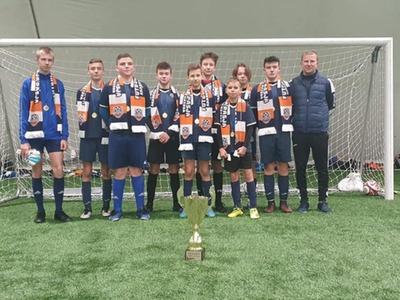 zawodnicy z drużyny piłkarskiej na Turnieju Reiss Cup 2020