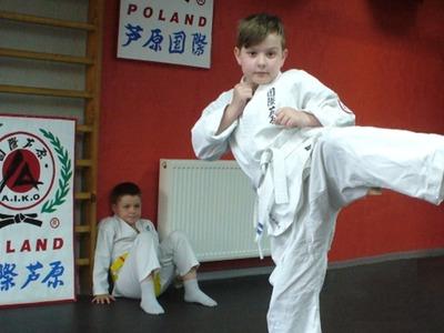 Leon Sławnikowski z Darłowa podczas konkurencji kumite w formie walki z cieniem