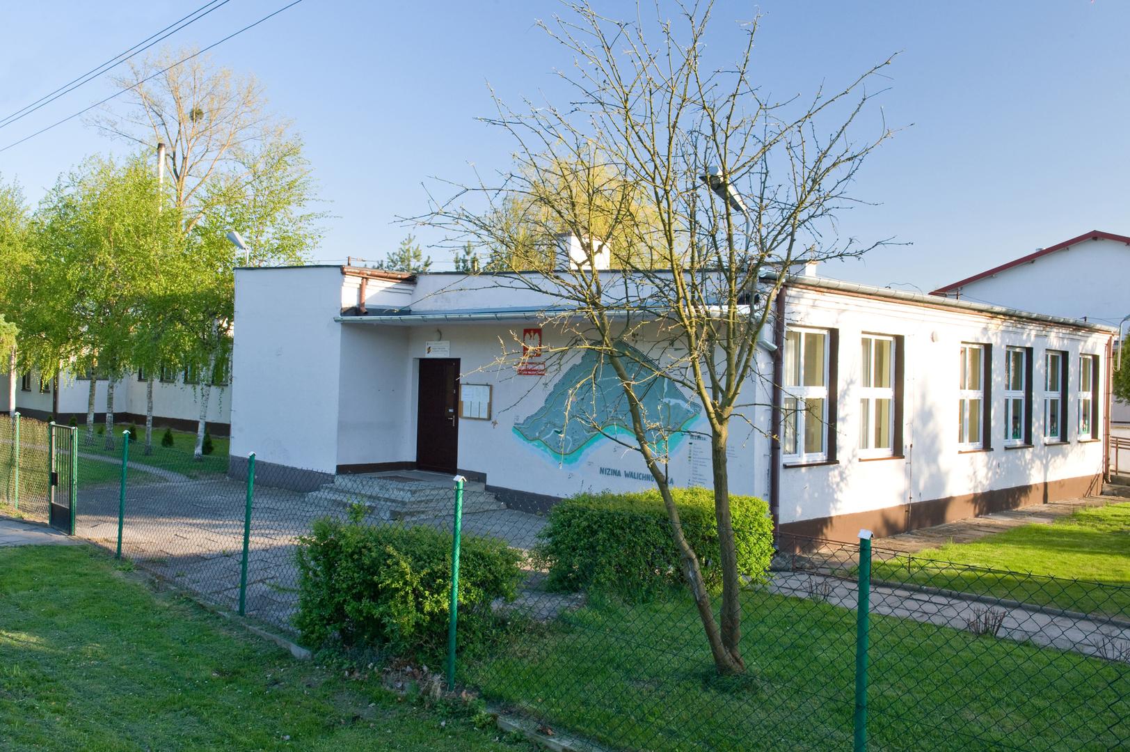 Szkoła Podstawowa w Małych Walichnowach [3938x2620]