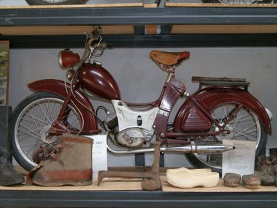 Zdjęcie przedstawia motocykl z kolekcji  Muzeum Militarnego Fort Marian w Malechowie.