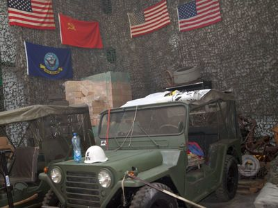 Zdjęcie przedstawia auto z kolekcji  Muzeum Militarnego Fort Marian w Malechowie.