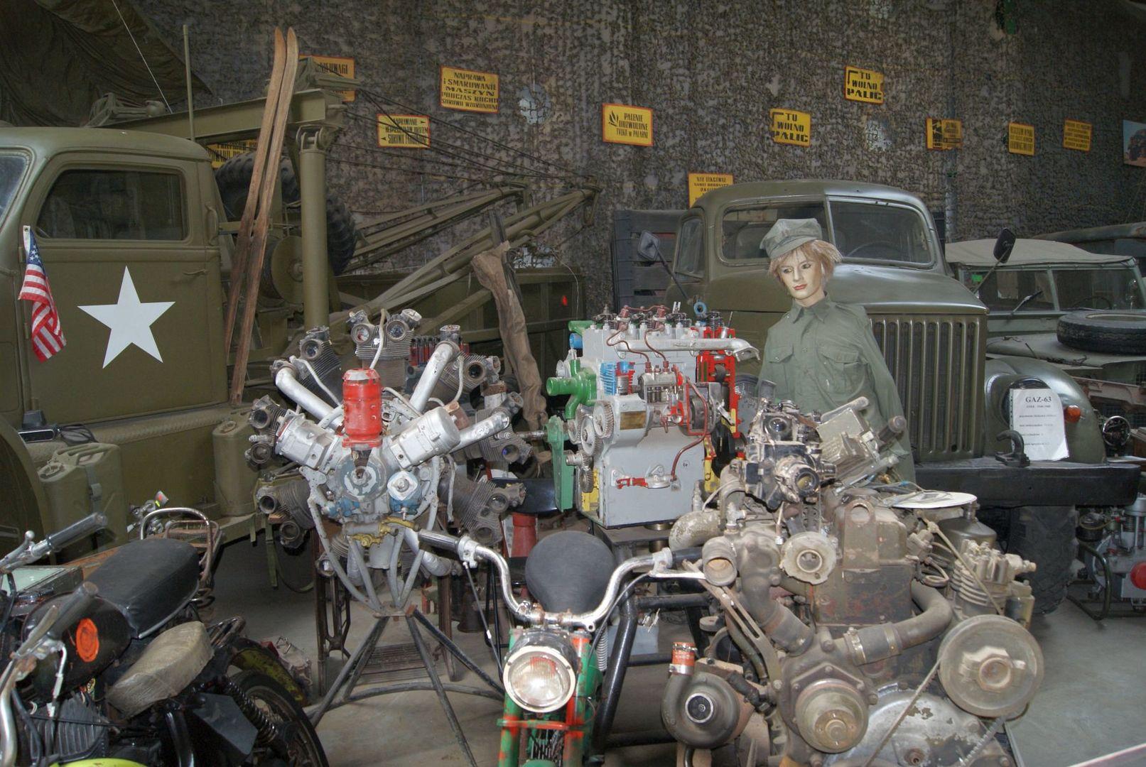 Zdjęcie przedstawia eksponaty w Muzeum Militarnym Fort Marian w Malechowie.