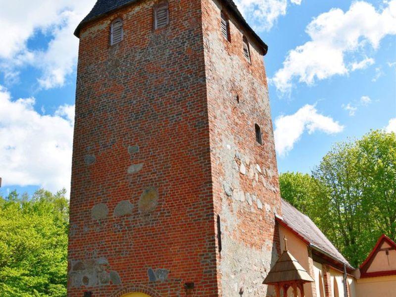 Zdjęcie przedstawia kościół w Niemicy.