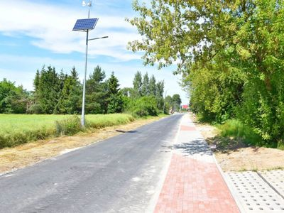 Zdjęcie przedstawia remontowaną drogę powiatową w kierunku do Bartolina.