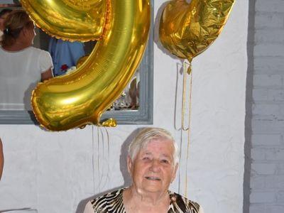 Zdjęcie przedstawia Jubilatkę Zofię Galek z Malechowa, której historia opisana jest w artykule.