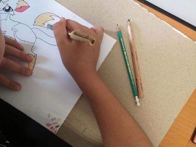 Zdjęcie przedstawia pracę plastyczną wykonywaną przez wychowanka Placówki Wsparcia Dziennego w Pękaninie.