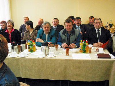 Zdjęcie przedstawia sołtysów Gminy Malechowo podczas Sesji Rady Gminy Malechowo w 2003 r.