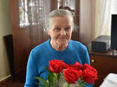 Zdjęcie przedstawia Jubilatkę, 95-letnią Annę Konarską z Podgórek.