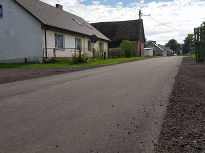 Zdjęcie przedstawia wyremontowany odcinek drogi w Podgórkach.