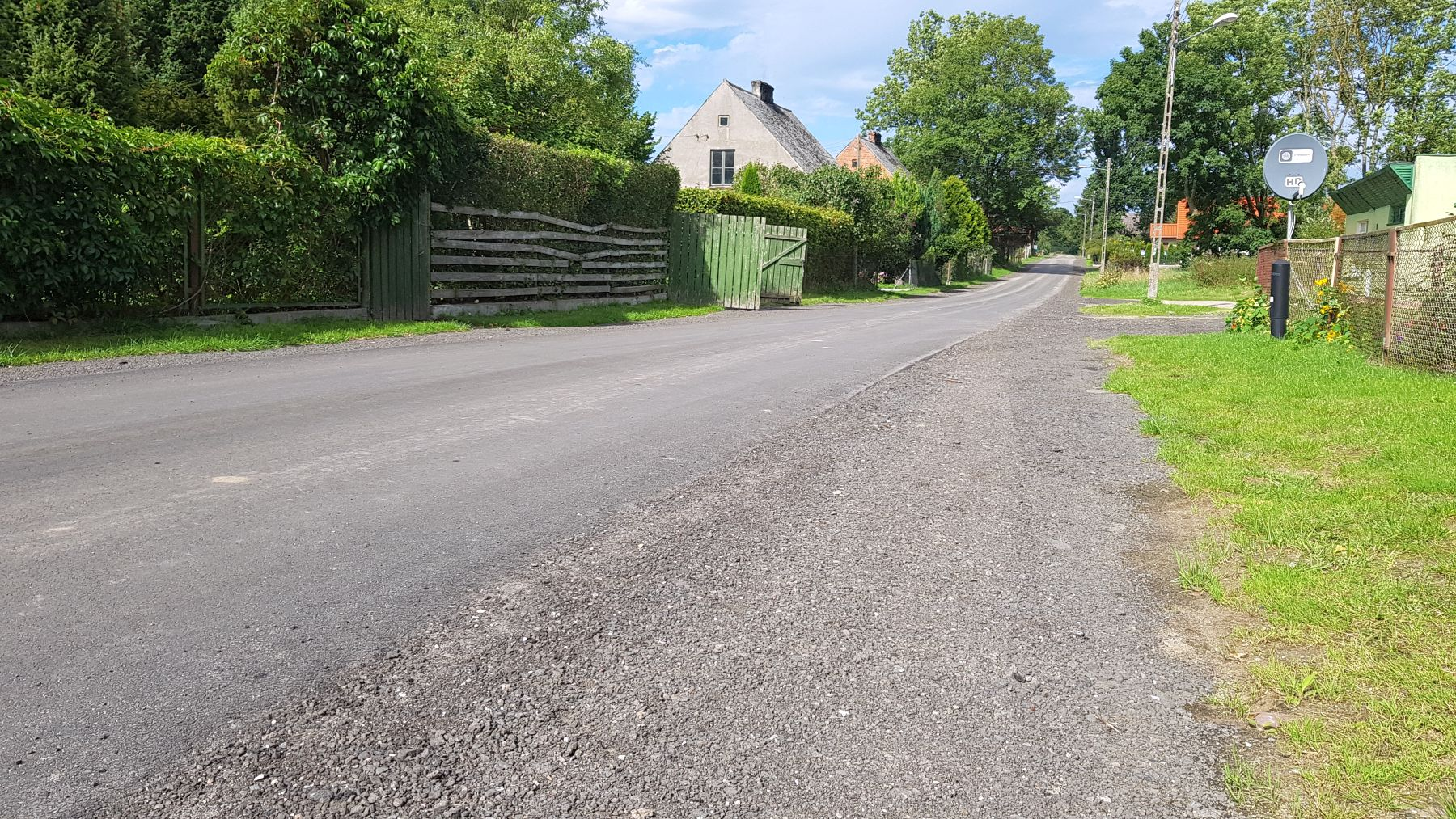 Zdjęcie przedstawia wyremontowaną drogę w Podgórkach.
