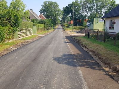 Zdjęcie przedstawia remontowaną drogę w Podgórkach.
