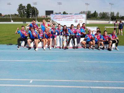 Zdjęcie przedstawia członków Klubu Sportowego Wrocławskiego Klubu Sportowego Niesłyszących ŚWIT Wrocław podczas zawodów w Lublinie.