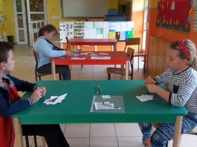 Wychowankowie PWD Laski podczas zajęć przyrodniczych.