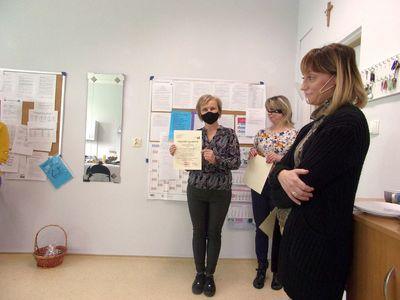 Nauczyciele ze Szkoły Podstawowej w Niemicy po wręczeniu Nagród Dyrektora Szkoły.