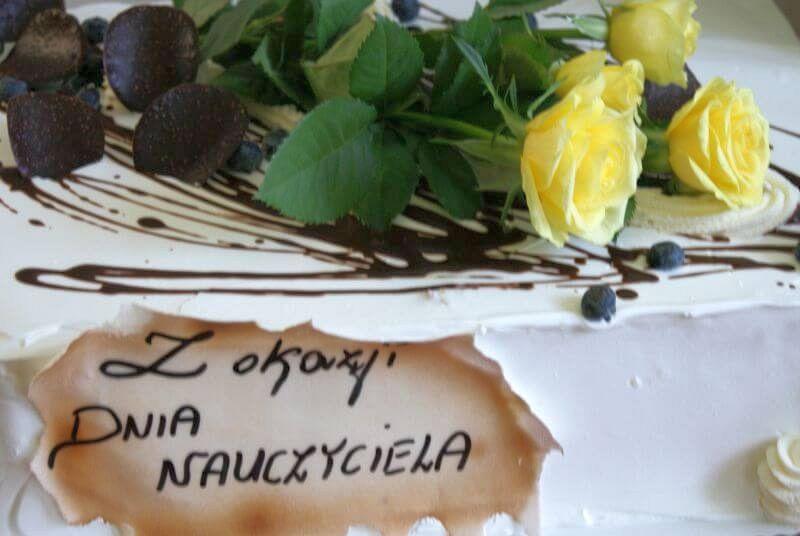 Tort przygotowany dla kadry malechowskiej szkoły z okazji Dnia Edukacji Narodowej.