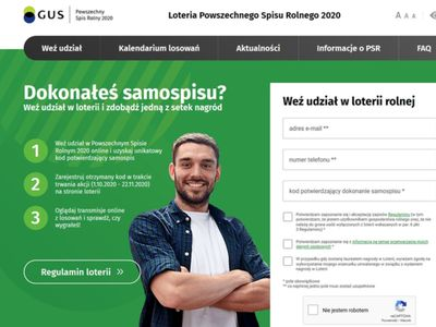 Zdjęcie mężczyzny wraz z informacjami dotyczącymi loterii prowadzonej w ramach Powszechnego Spisu Rolnego 2020.