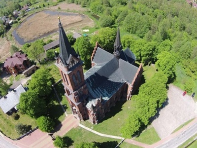 Kościół w Gościeradowie z lotu ptaka