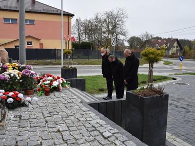 Delegacja Gminy przy pomniku