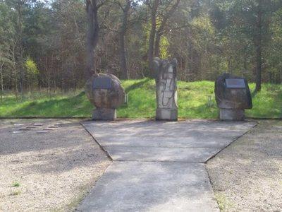 Pomnik w Modrolesie