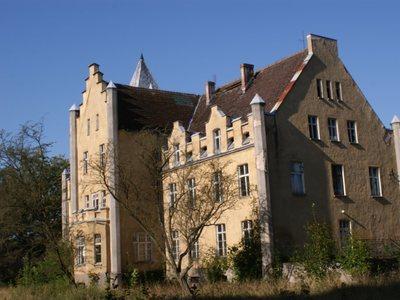 Pałac w Dobrowie