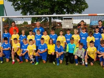 Wspólne zdjęcie drużyn piłkarskich