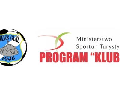 """Na zdjęciu logo klubu GKLMS """"Głaz"""" Tychowo  oraz Ministerstwa Sportu i Turystyki"""