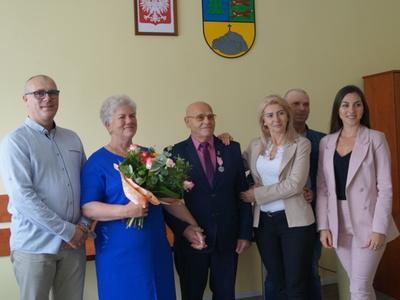 Na zdjęciu Państwo Marianna i Jerzy Napora z rodziną