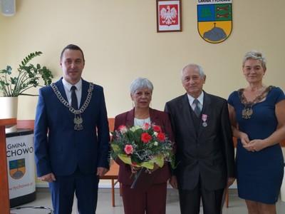 Na zdjęciu Państwo Danuta i Janusz Całużyńscy, Burmistrz Tychowa i Kierownik Urzędu Stanu Cywilnego w Tychowie