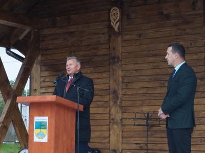 Na scenie Stanisław Wziątek - Członek Zarządu Województwa Zachodniopomorskiego oraz burmistrz Robert Falana