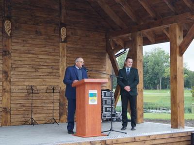 Na scenie Zdzisław Polek Wiceprzewodniczący Rady Miejskiej w Tychowie oraz burmistrz Robert Falana