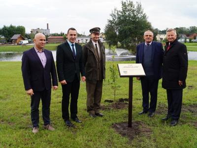 Na pamiątkowym zdjęciu  od lewej Jacek Rudziński, Robert Falana, Jarosław Wasilewicz, Zdzisław Polek i Stanisław Wziatek